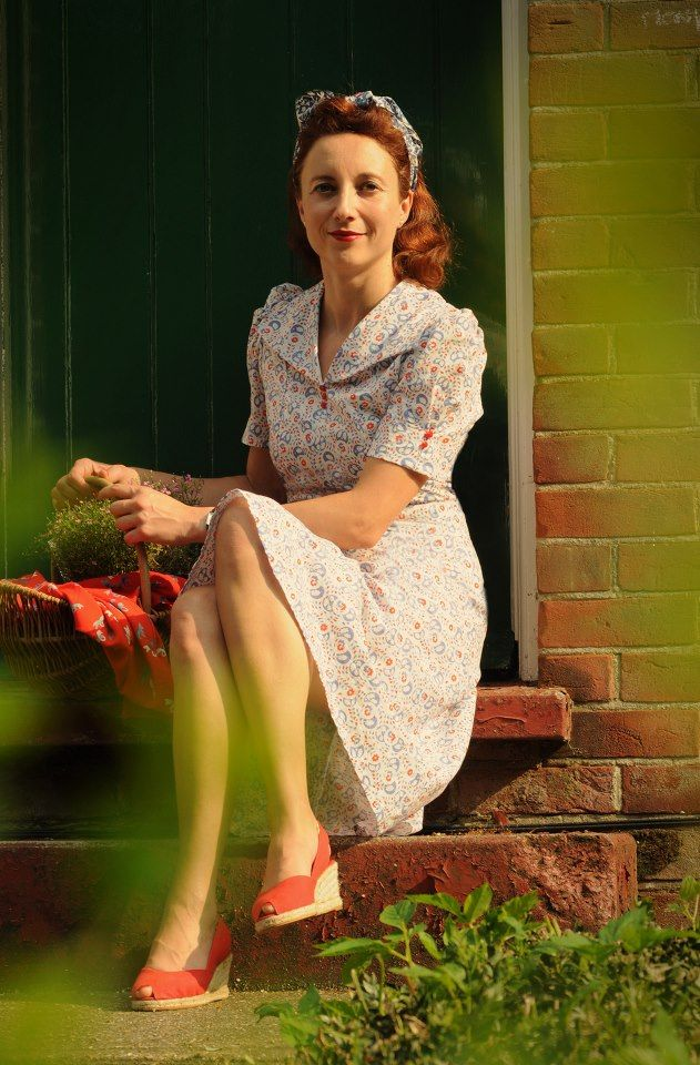 a lovely tea dressmade from an original US pattern, fabric and celluloid buttons are vintage 1940s