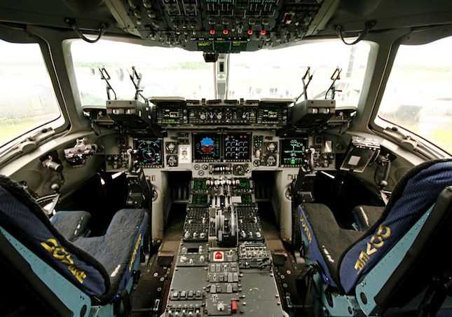 Cockpit of C-17 Globemaster III