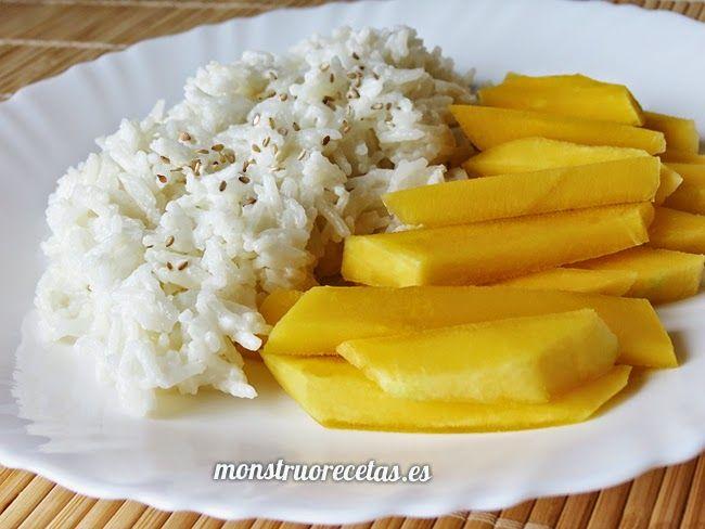 Receta de arroz con leche de coco y mango (Thai Mango with Coconut Sticky Rice). Postre procedente de Tailandia.
