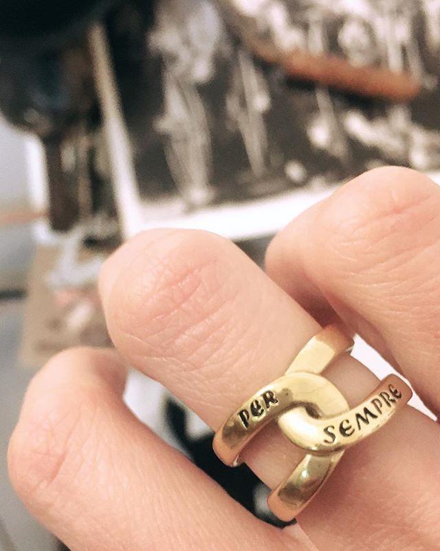 Ci sono tanti momenti che rimangono Per Sempre  #persempre #anello #thaisgioielli #thaisgioiellimilano #ring #forever #moments #madeinitaly