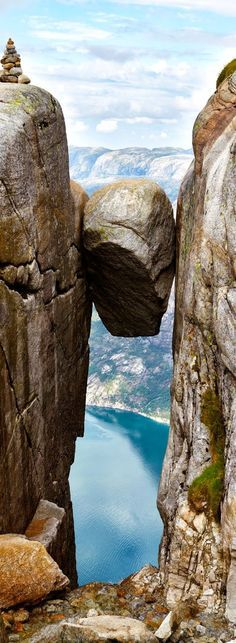 The famous Kjeragbolten above the Lysefjord in Norway - A h�res Kjeragbolten a Lysefjord felett Norv�gi�ban