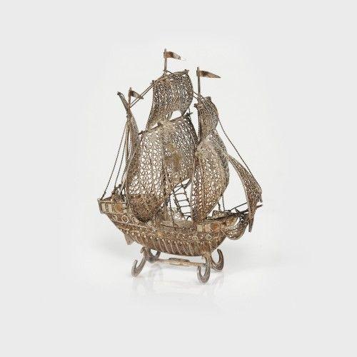 Corabie din argint filigranat, piesă decorativă de vitrină Cca. 1968, Atelier Genova, Italia argint 800 tras, filigranat, 20 x 10 cm, 67 g Valoare estimativă: € 150 - 250