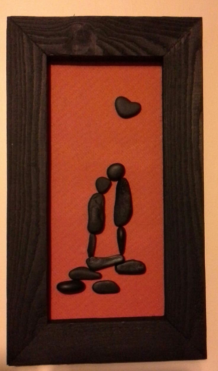 Pebble kissing couple silhouette