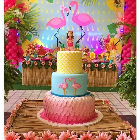 Detalhes de uma linda inspiração de decoração para você que vai fazer uma festa com tema Flamingos! ...
