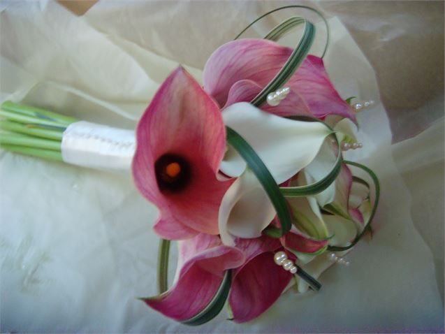 Pink and white Calla Lilies. A firm favourite. Accessorised with pearl detail.