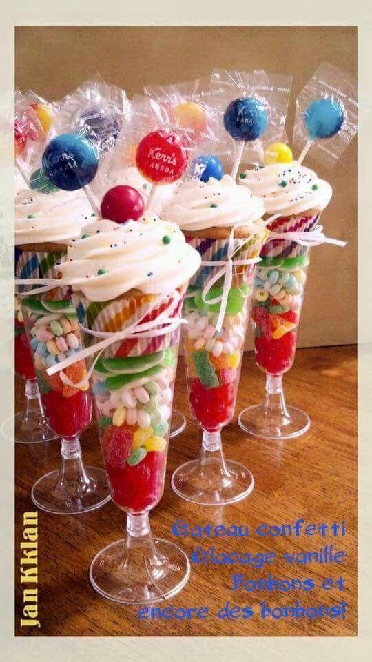 Cupcake en snoepjes in een glaasje