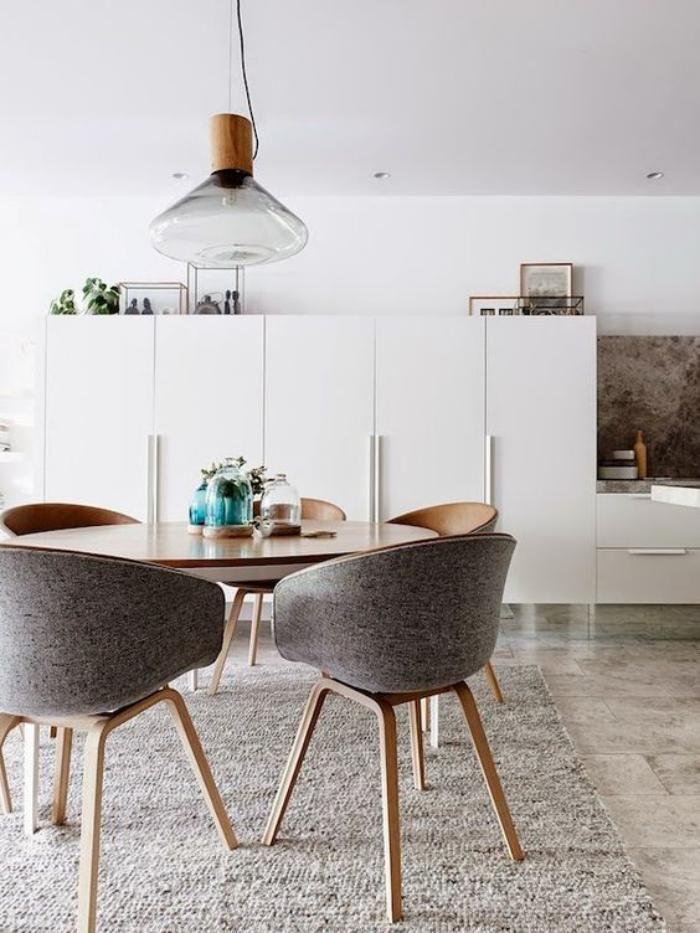 Une salle à manger scandinave peut devenir le centre de votre logement avec sa chaleur exceptionnelle et le design intéressant en couleurs contrastantes. Voyez 67 exemples de salles nordiques!