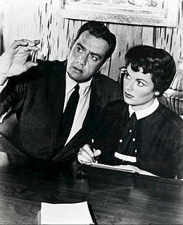 Perry Mason (Raymond Burr) - with Della Street (Barbara Hale - Defense Attorney at Law.