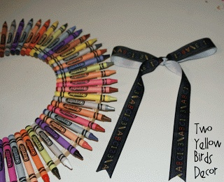 Crayon Wreath Tutorial {Teacher's Gift}