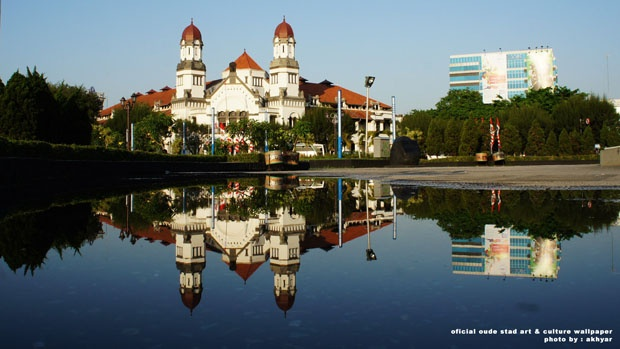 Gedung Lawang Sewu - Heritage of Semarang : http://semarangkota.com/fotografi/wallpaper/wallpaper-kota-semarang-untuk-komputer-anda/