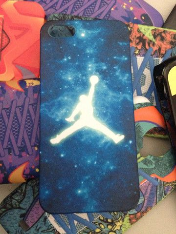 I just saved 5% on my purchase at www.TheSneakGeek.com! Jumpman logo glow case #TheSneakGeek