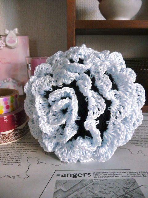 ●ブラックのシニヨンネットにカラフルな毛糸を編み込み、おだんごにかぶせると、毛糸が立体的に起き上がり、おだんごにバラが咲いたようになります。●サイズは直径約9...|ハンドメイド、手作り、手仕事品の通販・販売・購入ならCreema。