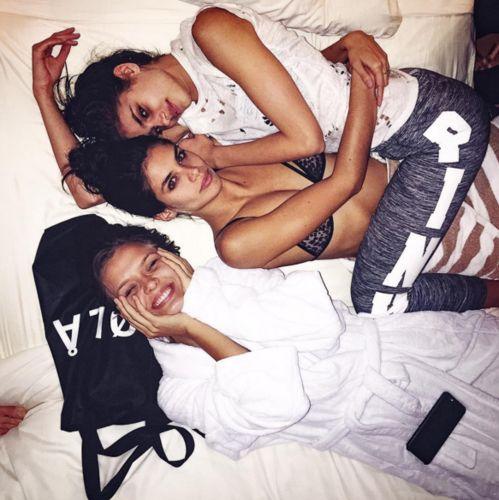 Taylor Hill, Sara Sampaio et Josephine Skriver à Las Vegas http://www.vogue.fr/mode/mannequins/diaporama/la-semaine-des-tops-sur-instagram-avril-2016/30833#taylor-hill-sara-sampaio-et-josephine-skriver-a-las-vegas