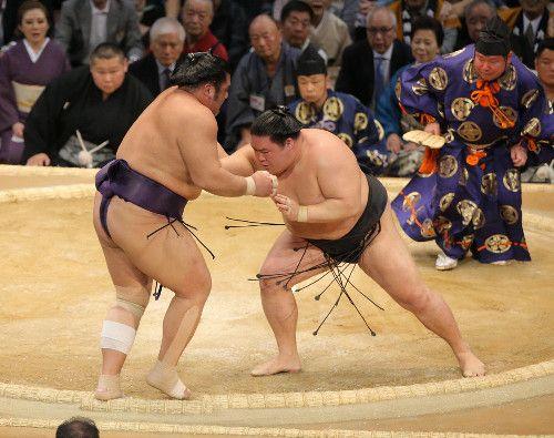 綱取りの豪栄道、白星スタート!栃煌山に完勝、2日目は大関取りの高安と対戦 #相撲