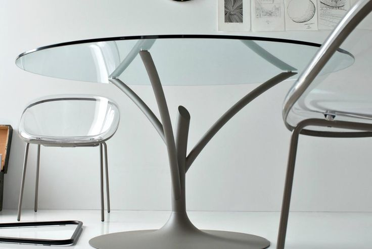 Acacia table with Bloom chairs