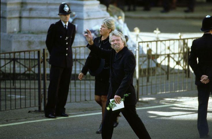 30 heartbreaking photos of princess dianas funeral