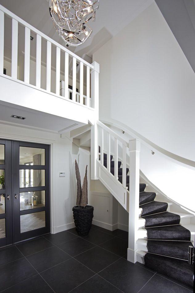 Atelier3| Trappenhuis in onze stadse villa, samenwerking met Westenwolf. Meer inspiratie op www.atelier3.nl #atelier3 #architectuur #villa #trappen #architect #interieur #wonen