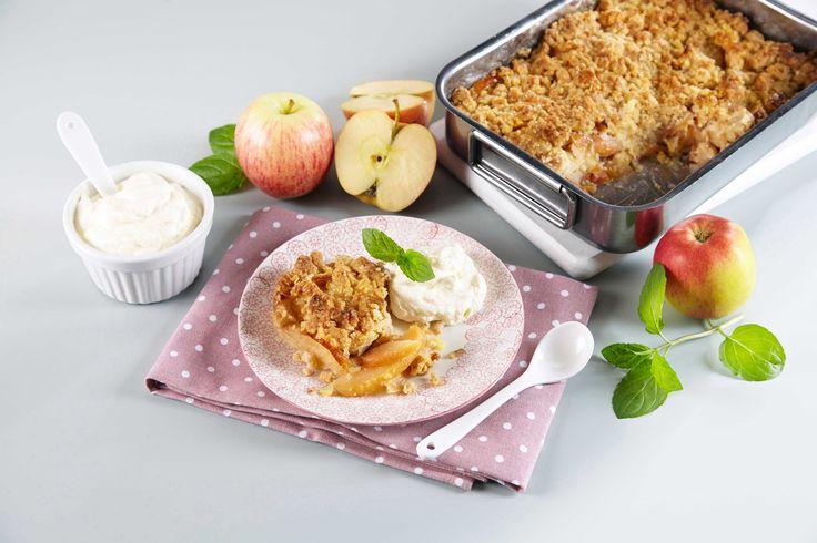Smuldrepai er enkelt å lage og smaker kjempegodt. Her bruker vi epler men du kan også bruke rabarbra eller pærer i denne paien.