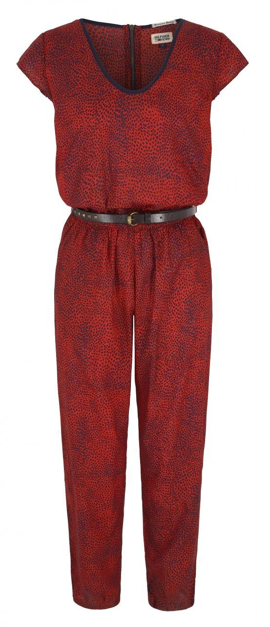Maak snel plaats in je kleerkast voor de Tommy Hilfiger herfst/winter collectie 2014. De sandaaltjes worden opgeborgen en maken plaats voor één van de stylish laarsjes van Tommy Hilfiger. Die rode jumpsuit is to die for!