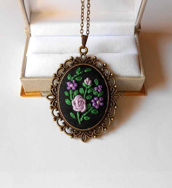 Handmade Jewelry Pendant Necklace Cameo Oval por RedWorkStitches