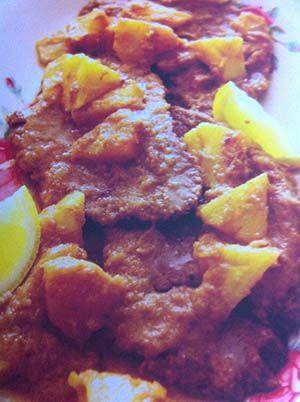 Gerecht printenDaging Opor: Lekker fris Indonesisch recept. Lekker voor bij de nasi. Dit vleesgerecht is voor 4 personen en te bereiden in ca. 30 minuten. Informatie Indonesisch recept Vleesgerecht voor 4 personen Bereidingstijd: ca. 30 minuten + 3 uur sudderen Benodigdheden 2 uien, gesnipperd 3 teentjes knoflook, in stukjes gehakt 1 theelepel ketoembar 1/2 theelepel …