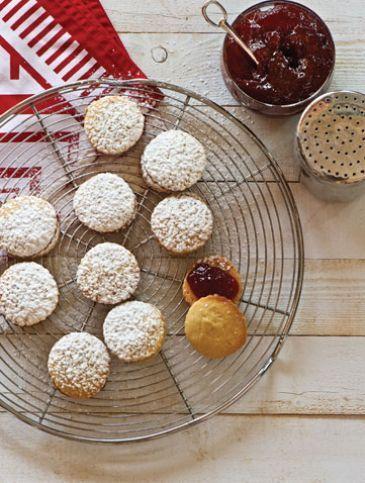 Athena's Recipes | Μπισκότα & Μπάρες | Χριστουγεννιάτικα μπισκότα με μαρμελάδα