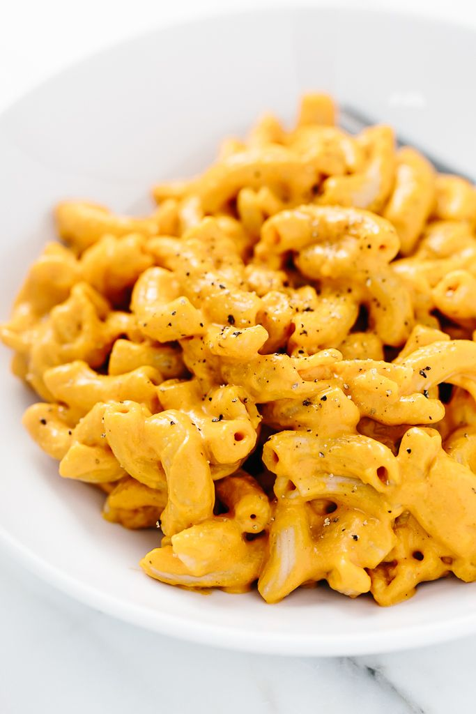 Smoky Vegan Mac 'n' Cheese | Heaps of warm brown rice elbow pasta are tossed in gooey homemade cashew cheddar cheese!