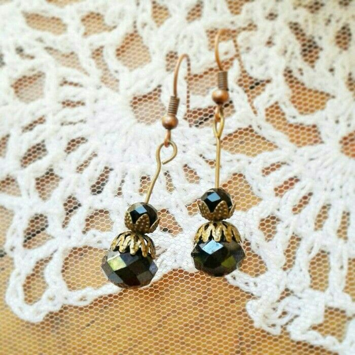 Cari anting yg unik dan gk pasaran tp tetep bkin kamu kece? cek dsini ya.  Ear50. 25rb.  #earring #antingunik #antingmurah #jualantingunik #jewelrycraft #jewelry #handmadejewels #handcraft #crafts #glassbead #antingpesta #wirejewelry #wirewrapped #wirewrapjewelry #wireearring #tosca #jualhandmadejewelry #bead #beadjewelry #craftsposure