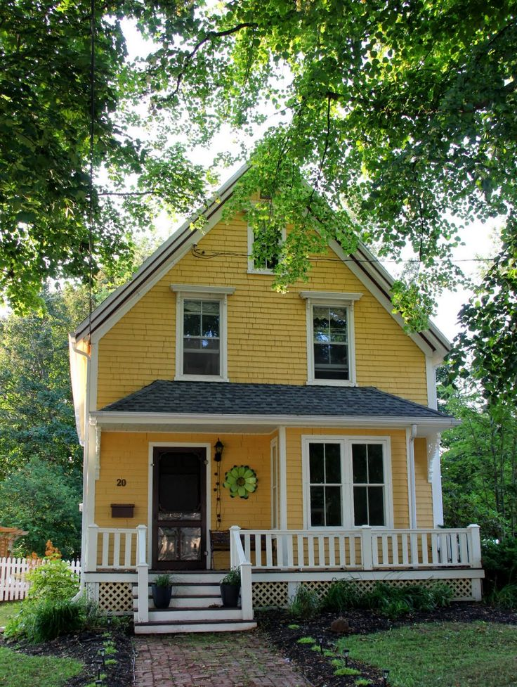 25 best ideas about yellow houses on pinterest yellow for Exterior yellow paint