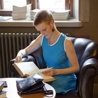 Etsimme suomalaisten kokemuksia lukemisesta taitona, harrastuksena, elämänkaaren osana ja sosiaalisena toimintana. Kerro meille oma tarinasi 15.11.2014 mennessä!