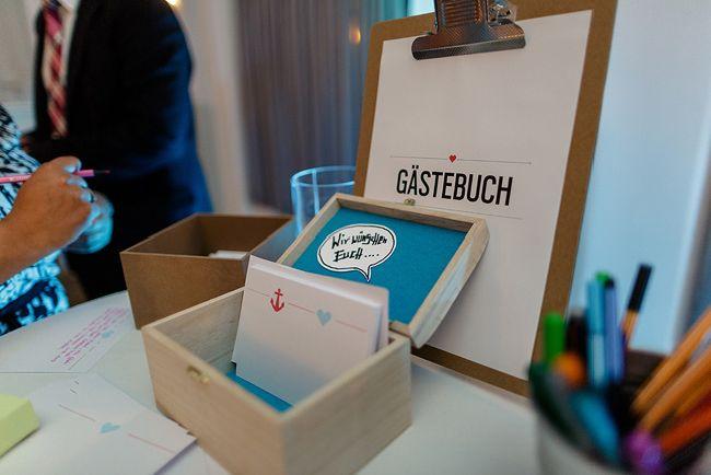 gute Idee für ein Gästebuch: Karteikarten in einer hübschen Schachtel. Das kann man schön aufbewahren und nachher staubt nichts ein.