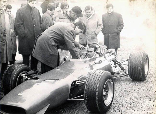 http://i7.photobucket.com/albums/y256/bouboum/Clay%20Regazzoni/1969-Modena-Dino166F2-Regazzoni-0.jpg