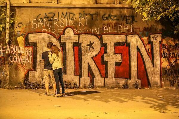özel istek üzerine yeniden dün akşam #gumussuyu #istanbul last night #direngezi #occupyturkey pic.twitter.com/UZ6TeMb7yi