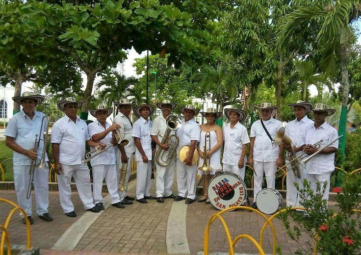 Banda Aires de La Madera, homenajeada en Festival Nacional del Porro en San Pelayo 2016 por su trayectoria y conservación de las tradiciones pelayeras.