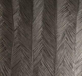 Behang Arte Itaya  Collectie:Arte Monsoon behangcollectie Design name: Itaya behang Kleur: zilver, zwart Rolbreedte (cm): 70 cm Rollengte: 10 meter Patroonherhaling (cm): verspringende aanzet, 7...