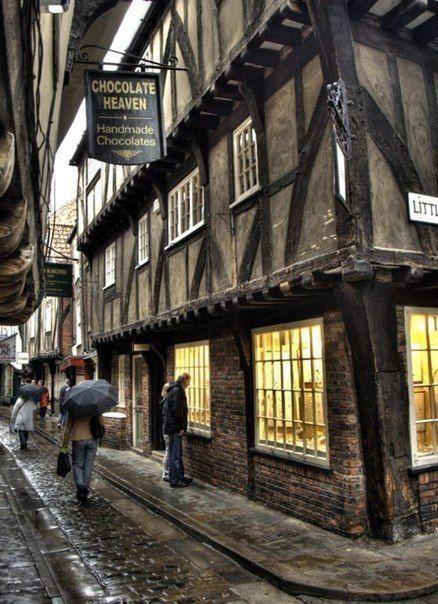 Уголки городка Йорк, Англия.