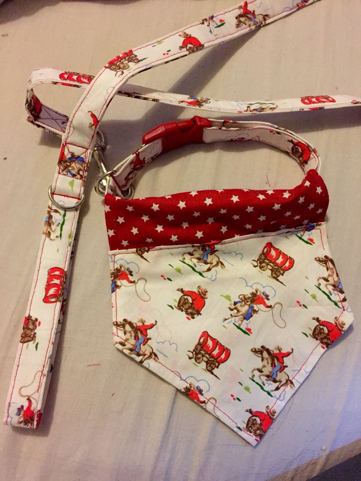 This is a fantastic collar, lead and slide on bandana set made in cowboy fabric. A fantastic set made by Nana Nic Creations®