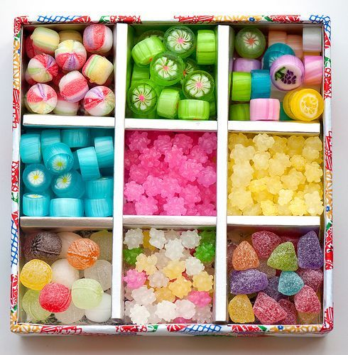 Great presentation idea for lollies. Looks simple enough to recreate with a box and cardboard dividers.