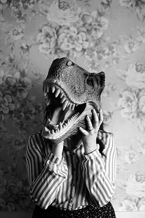 Uncredited - Dinosaur. °