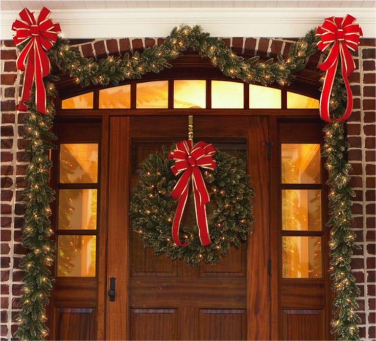 Recibe a tus invitados con todo el espíritu navideño antes de entrar a tu casa.