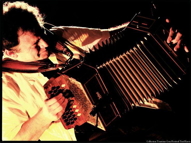 De danses en chants traditionnels occitans, empreignez-vous de la richesse culturelle des arts populaires du festival Trad'Envie de Pavie.