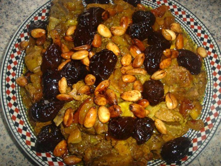 Recept voor Marokkaans zoet vlees met pruimen, rozijnen en amandelen. Ik heb hiervoor rundvlees gebruikt, maar je kan het ook met lamsvlees maken. Lekker voor het Offerfeest!