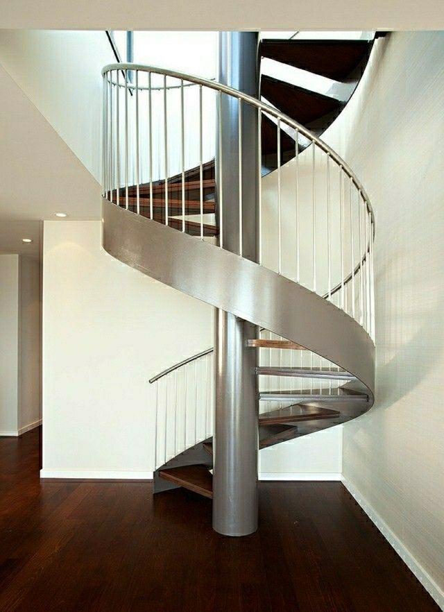 Escalier en acier pour un intérieur moderne