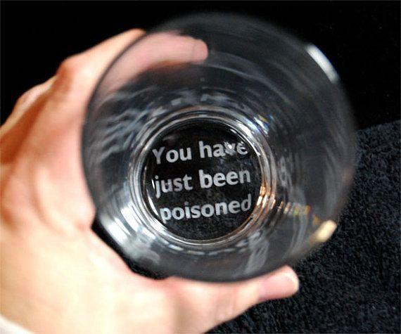 E que tal apelar para frases assustadoras no fundo do copo?