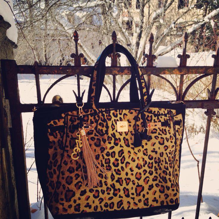 V73 Animalier Leopard in the snow! #V73 #bag #animalier