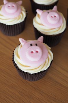 Pig cupcakes for a pigs birthday