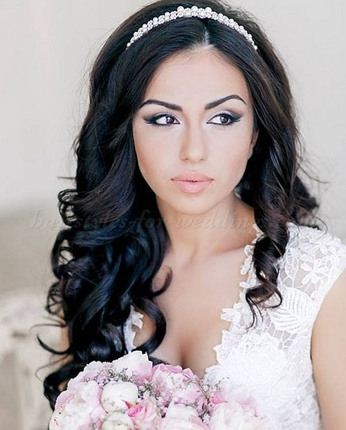 hair down wedding hairstyle with headband