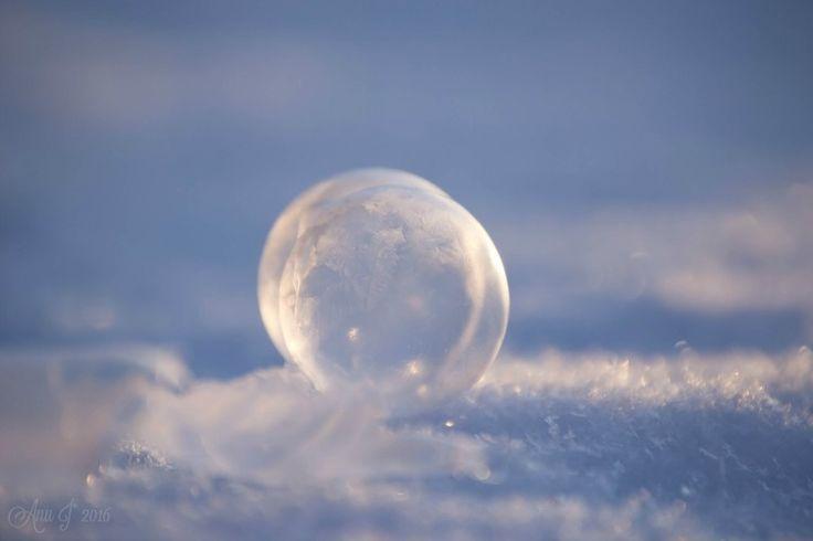 Frozen soapbubbles <3  more... anunkameralla.blogspot.fi