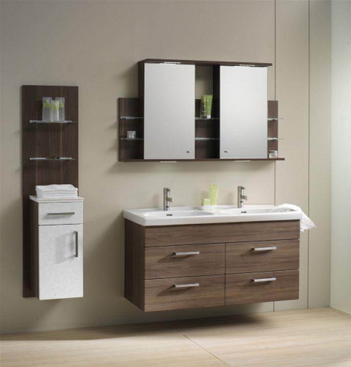 Bányai Minima Moderna - A Minima Moderna fürdőszobabútorok tervezési koncepciója a praktikum. Rengeteg pakolóhellyel láttuk el a szekrényeket, így akár egy többfős család fürdőszobában használatos eszközei is elférnek benne. Dupla mosdóival alkalmas arra, hogy két személy akadálymentesen tudja egyszerre használni a fürdőszobát.