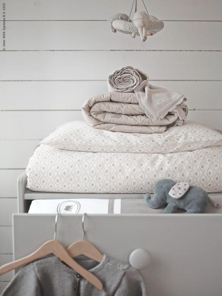 I april kommer en ny kollektion baby-textilier till IKEA varuhusen, med inspiration från naturen. Designer Silke Leffler har använt sig av den vänliga elefanten som motiv genom hela kollektionen - några av de mest omtänksamma mödrarna i djurriket.